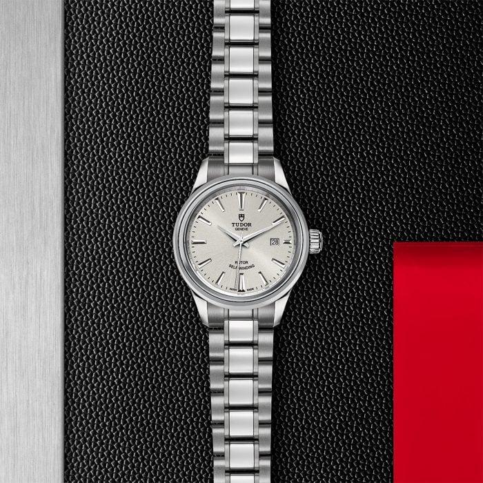 Tudor Style M12100-0001