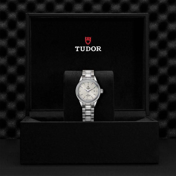 Tudor Style M12100-0003