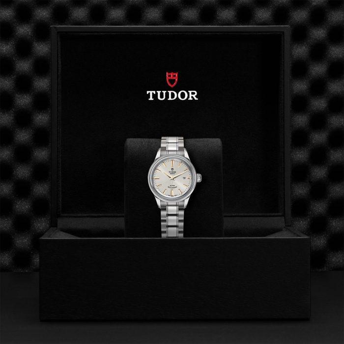 Tudor Style M12100-0017