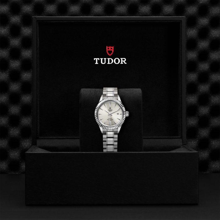 Tudor Style M12110-0001