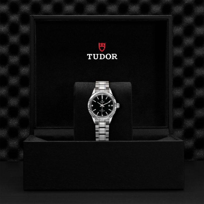 Tudor Style M12110-0009