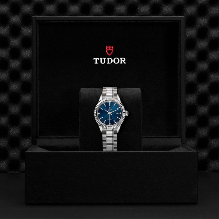 Tudor Style M12110-0017