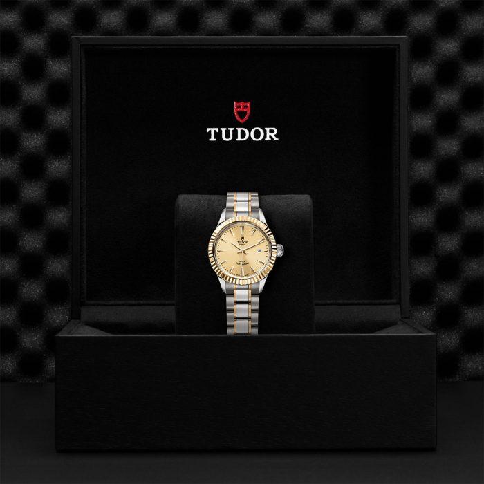 Tudor Style M12113-0001
