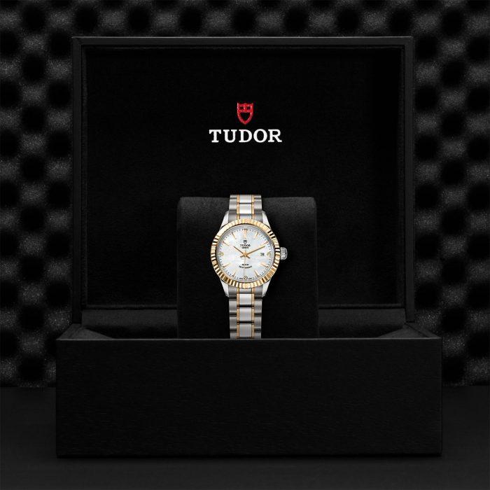 Tudor Style M12113-0017