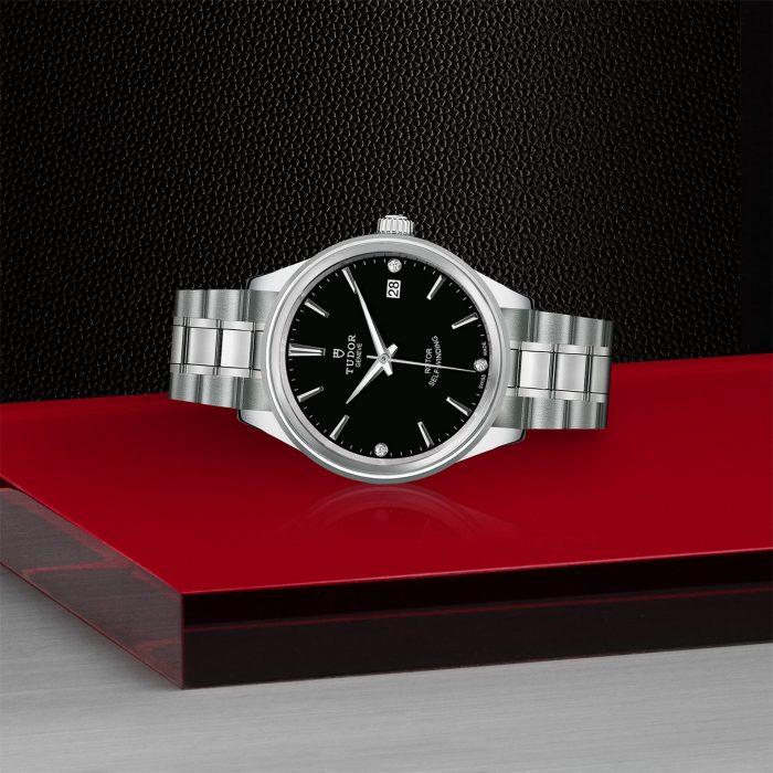Tudor Style M12500-0004