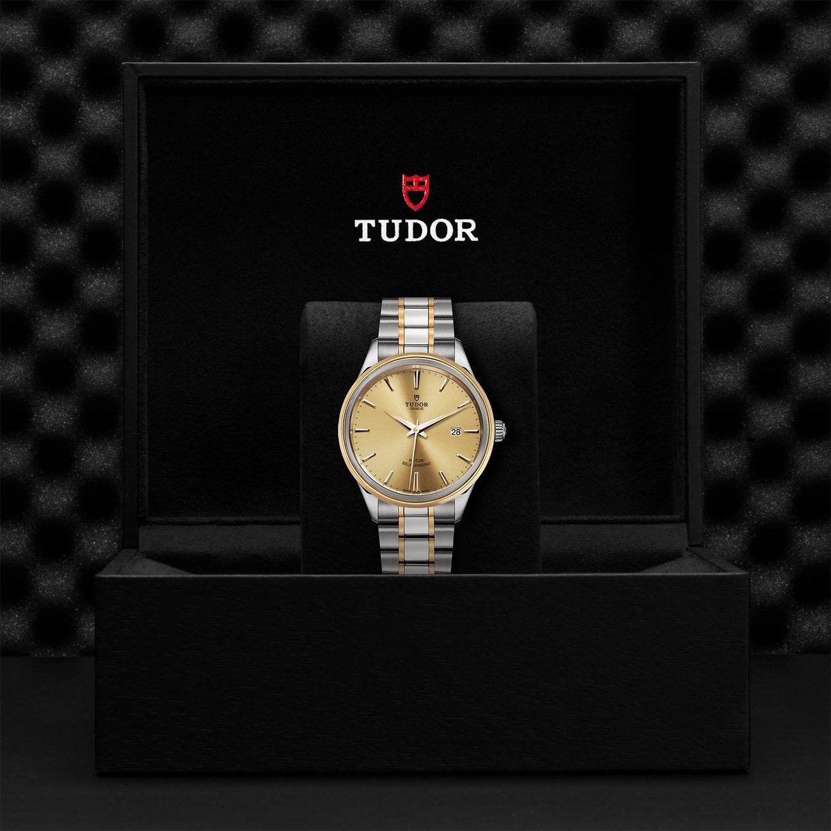 Tudor Style M12703-0001