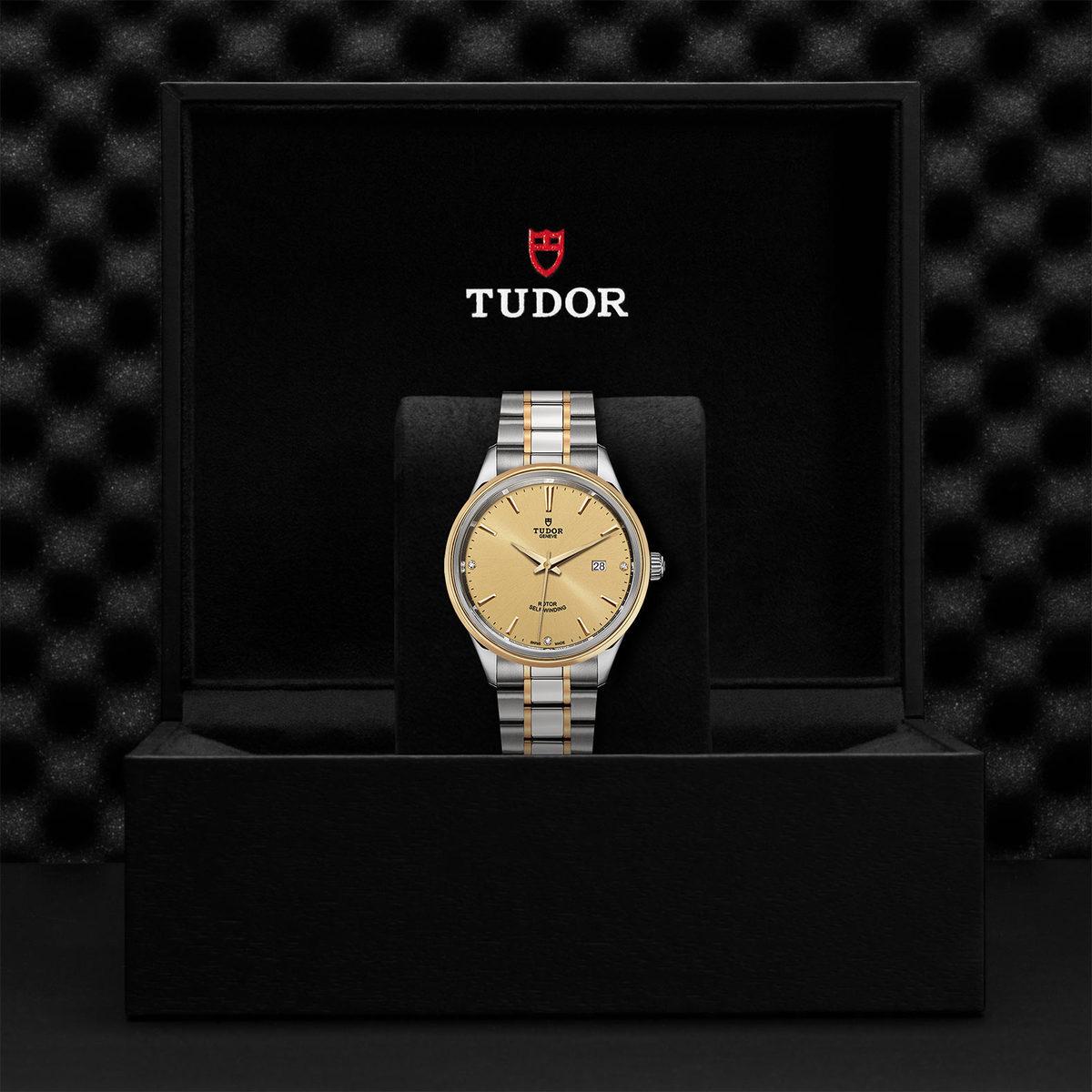 Tudor Style M12703-0004
