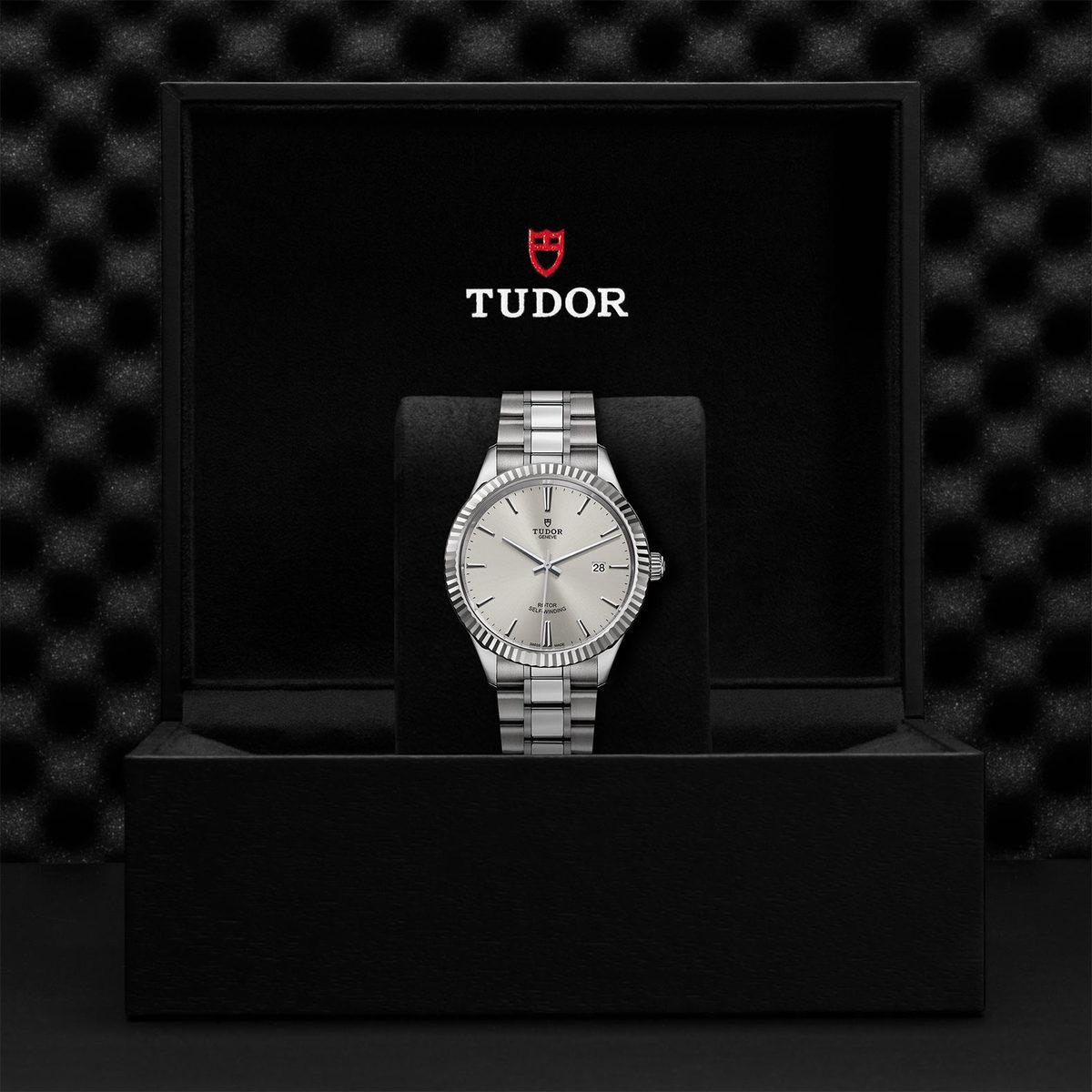 Tudor Style M12710-0001