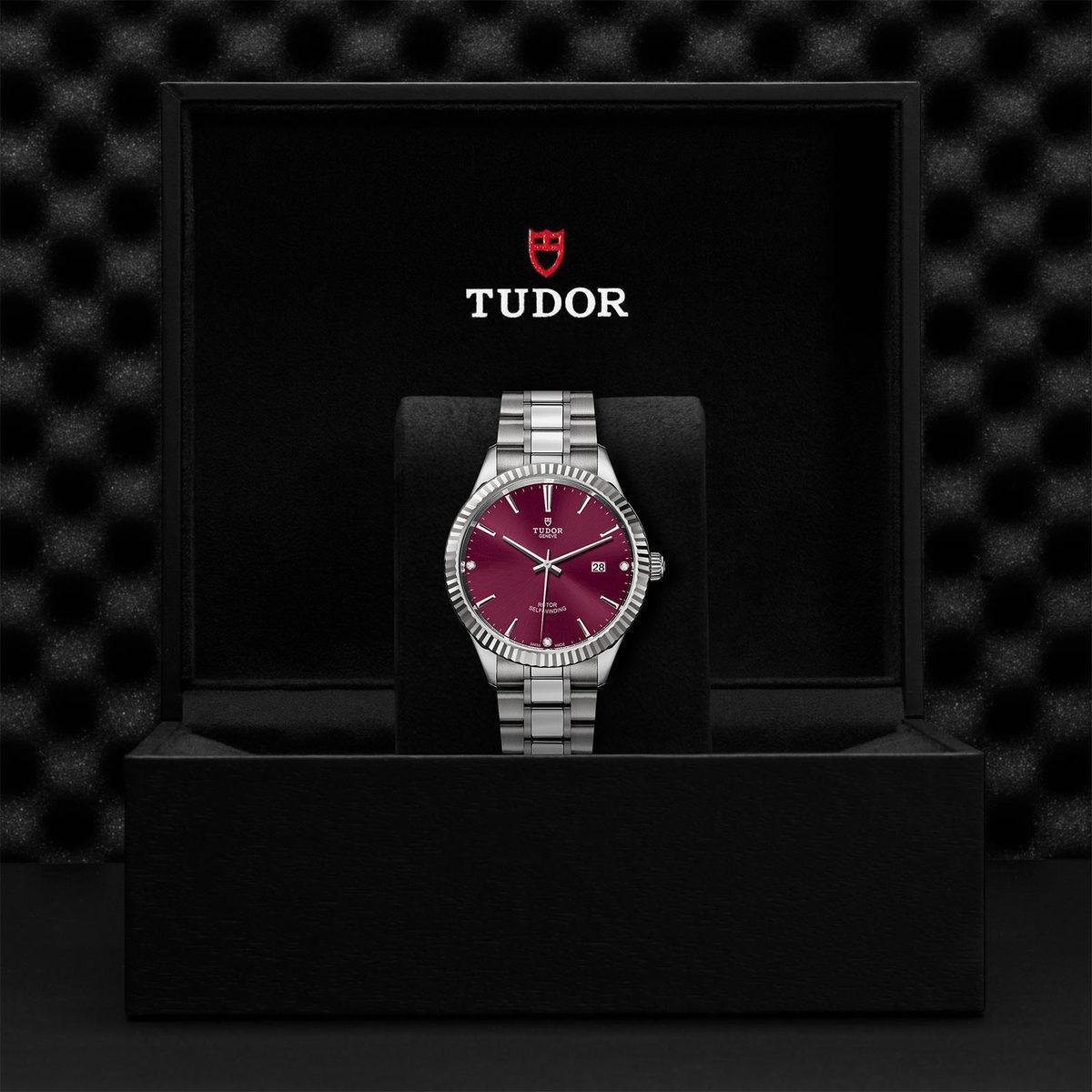 Tudor Style M12710-0019
