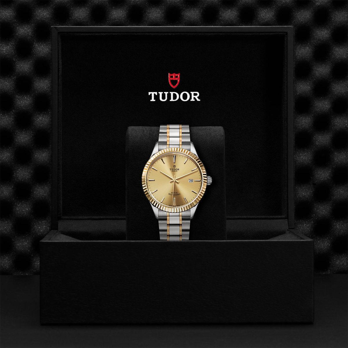 Tudor Style M12713-0001
