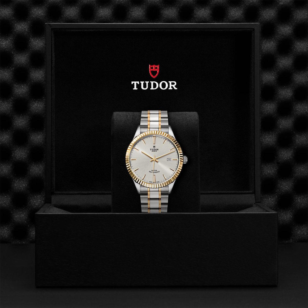 Tudor Style M12713-0003