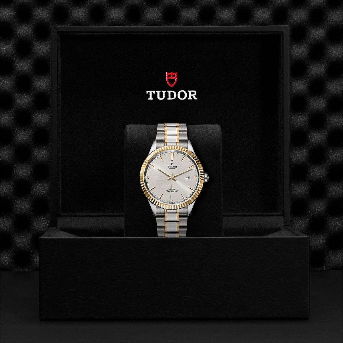 Tudor Style M12713-0009